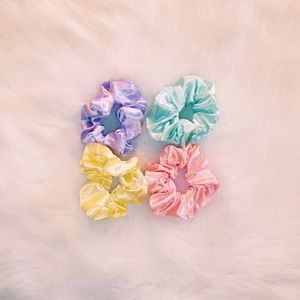 ☆FREE W $30+ PURCHASE☆ bundle of pastel scrunchies